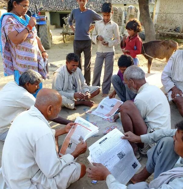 Villagers read Khabar Lahariya at Mahoba, in Bundelkhand, in 2009 Source: Khabar Lahariya