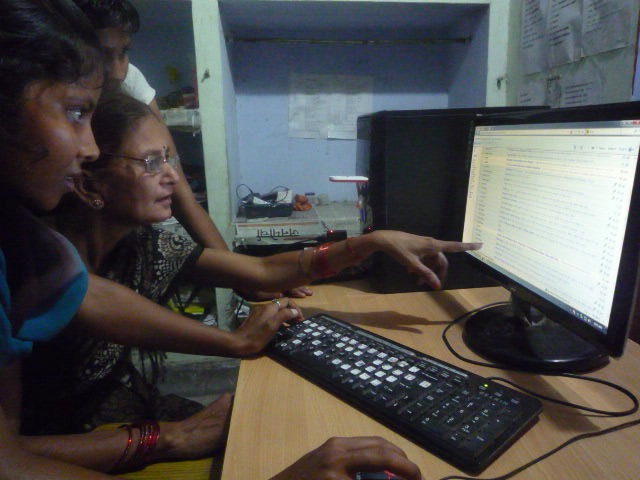 The team in Faizabad works on the latest Khabar Lahariya edition. Credit: Author